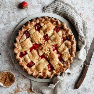 This post will teach you how to make a baked strawberry pie from scratch