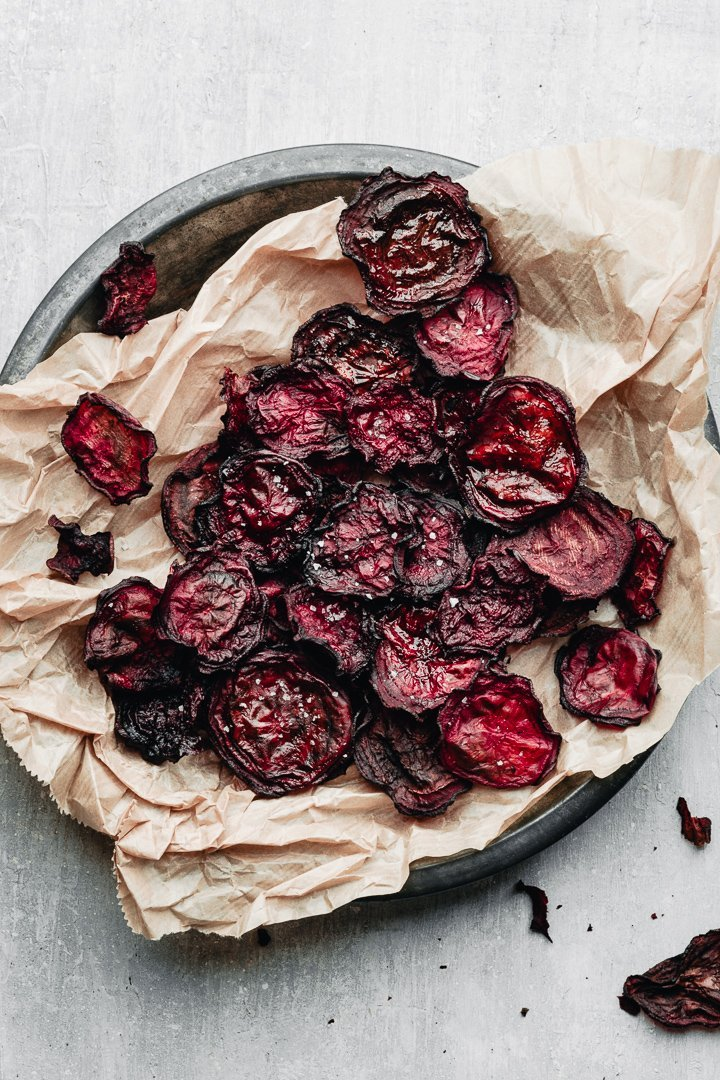 easy baked beetroot chips are healthy and nutritious