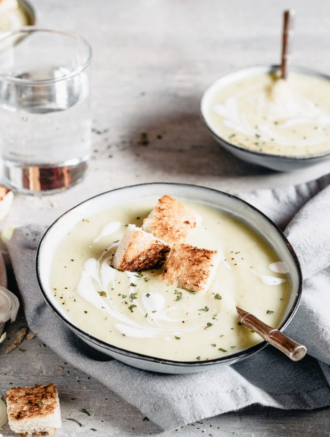 How to make a velvety potato leek soup for your Christmas menu!