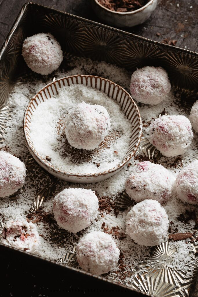 Recipe for healthy coconut balls with ricotta